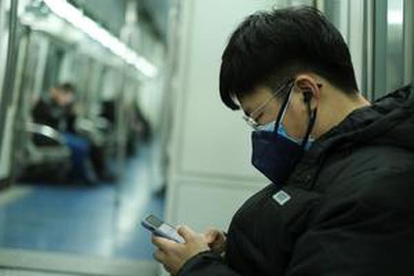 Hong Kong bans visitors from China virus province
